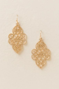 gold-earrings